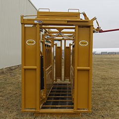 Sioux Squeeze Chute w/ Manual Head Gate, Palp Cage, and Slick Door